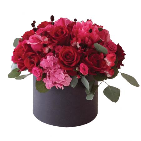 Raudonų gėlių dėžutė