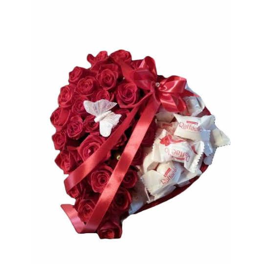 Rožių ir saldainių širdėlė